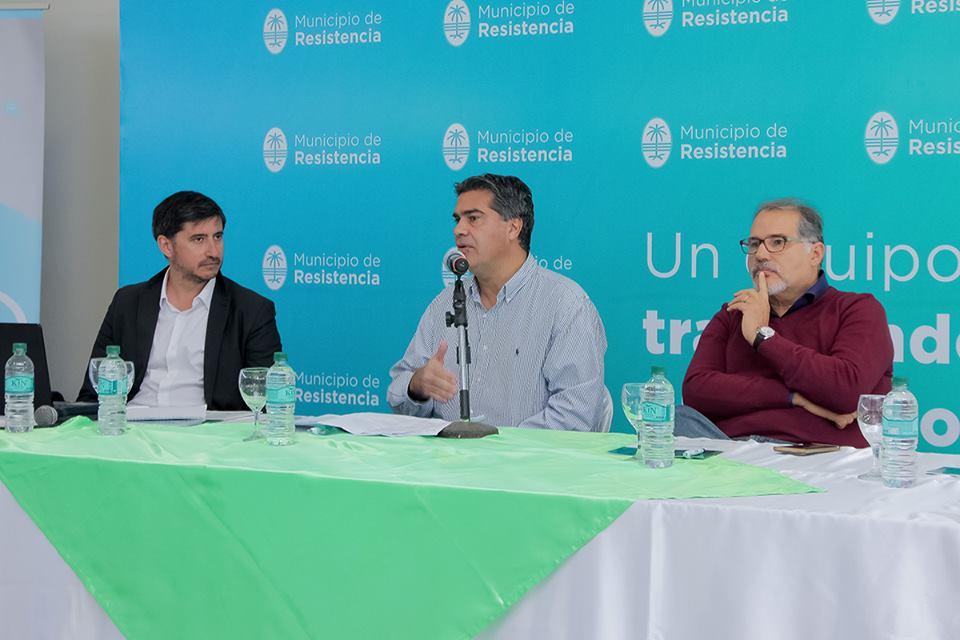 Representantes del programa de Ciudades de CIPPEC, en la presentación del proyecto de Desarrollo Integral de Ciudades en el área metropolitana de Resistencia, junto a Jorge Capitanich