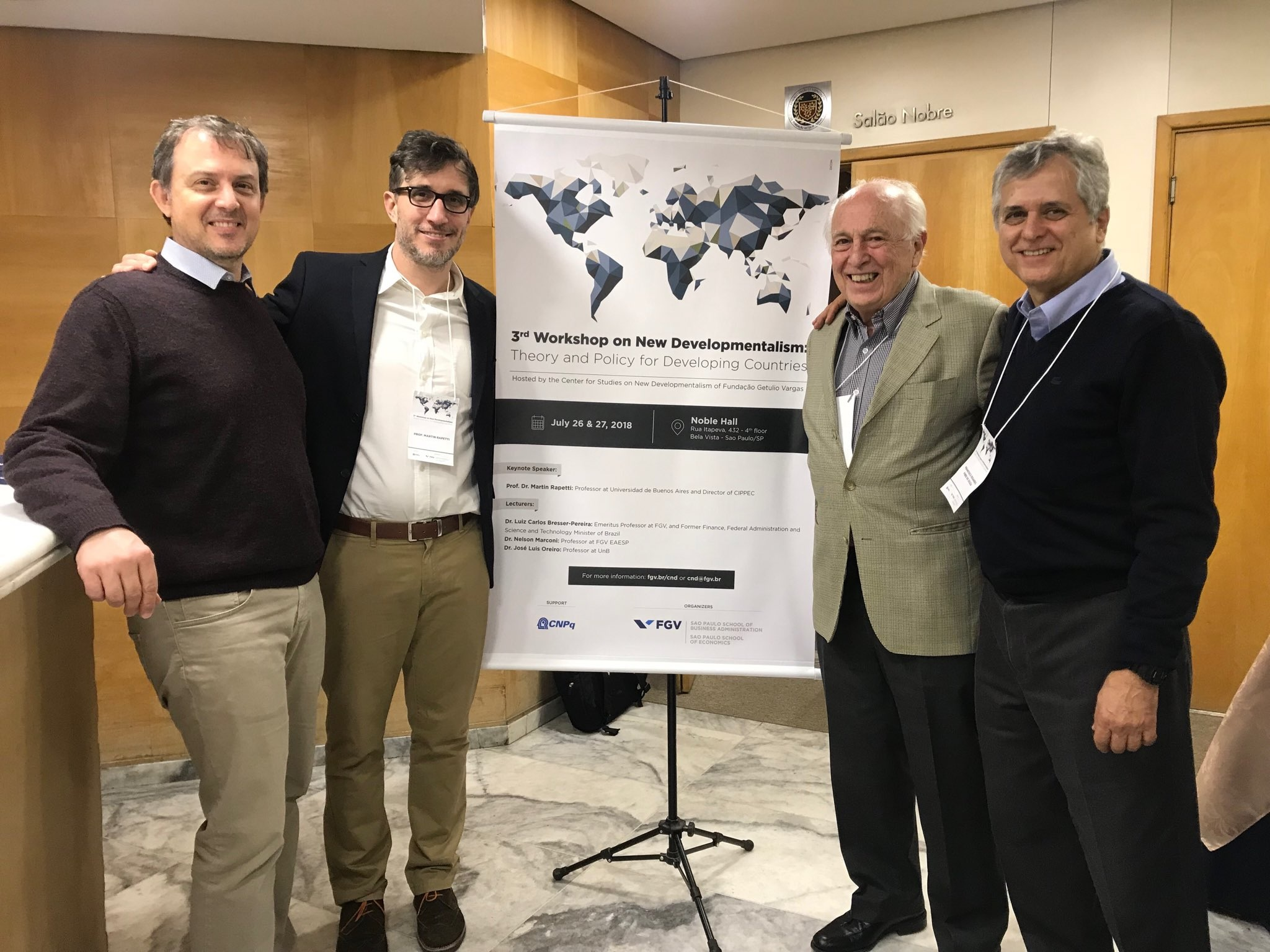 Martín Rapetti, director del programa de Desarrollo Económico de CIPPEC, junto a colegas en el Tercer Seminario sobre Neodesarrollismo, en San Pablo, Brasil.