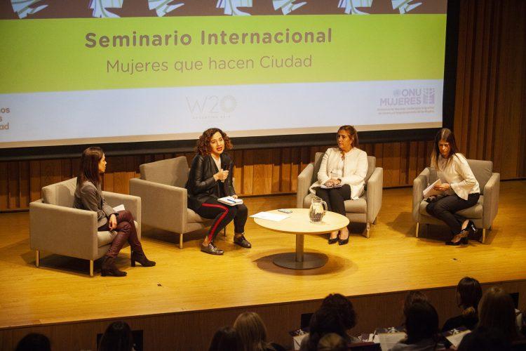 """Gala Díaz Langou (CIPPEC) en el Seminario Internacional """"Mujeres que hacen Ciudad"""""""