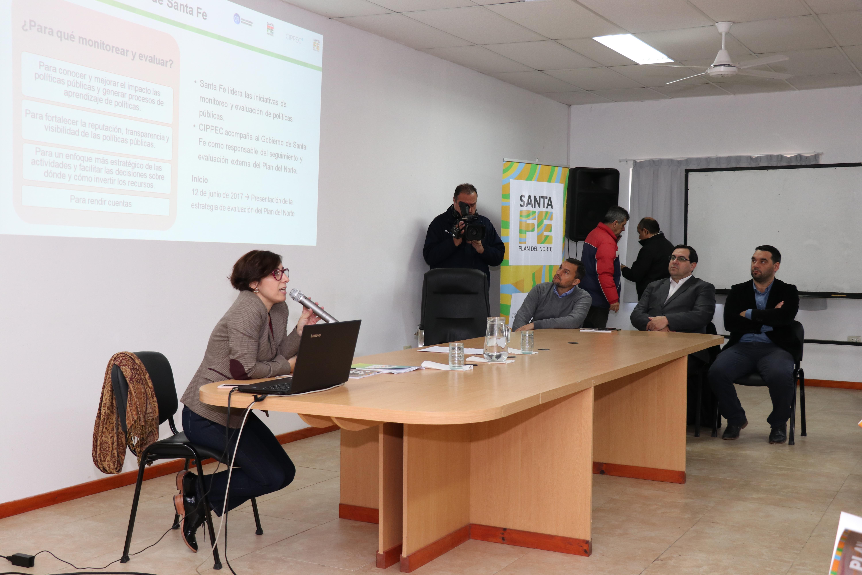 Natalia Aquilino hablando en la mesa de presentación del monitoreo del Plan del Norte de CIPEPC