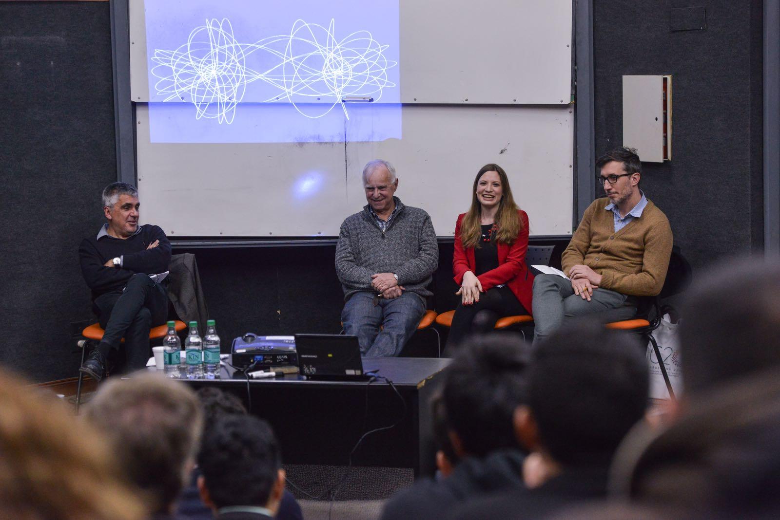 Martín Rapetti (CIPPEC) en el encuentro sobre la nueva economía global, junto a los economistas Daniel Heymann (IIEP), Laura Jaitmann (G20) y Andrés López (UBA).