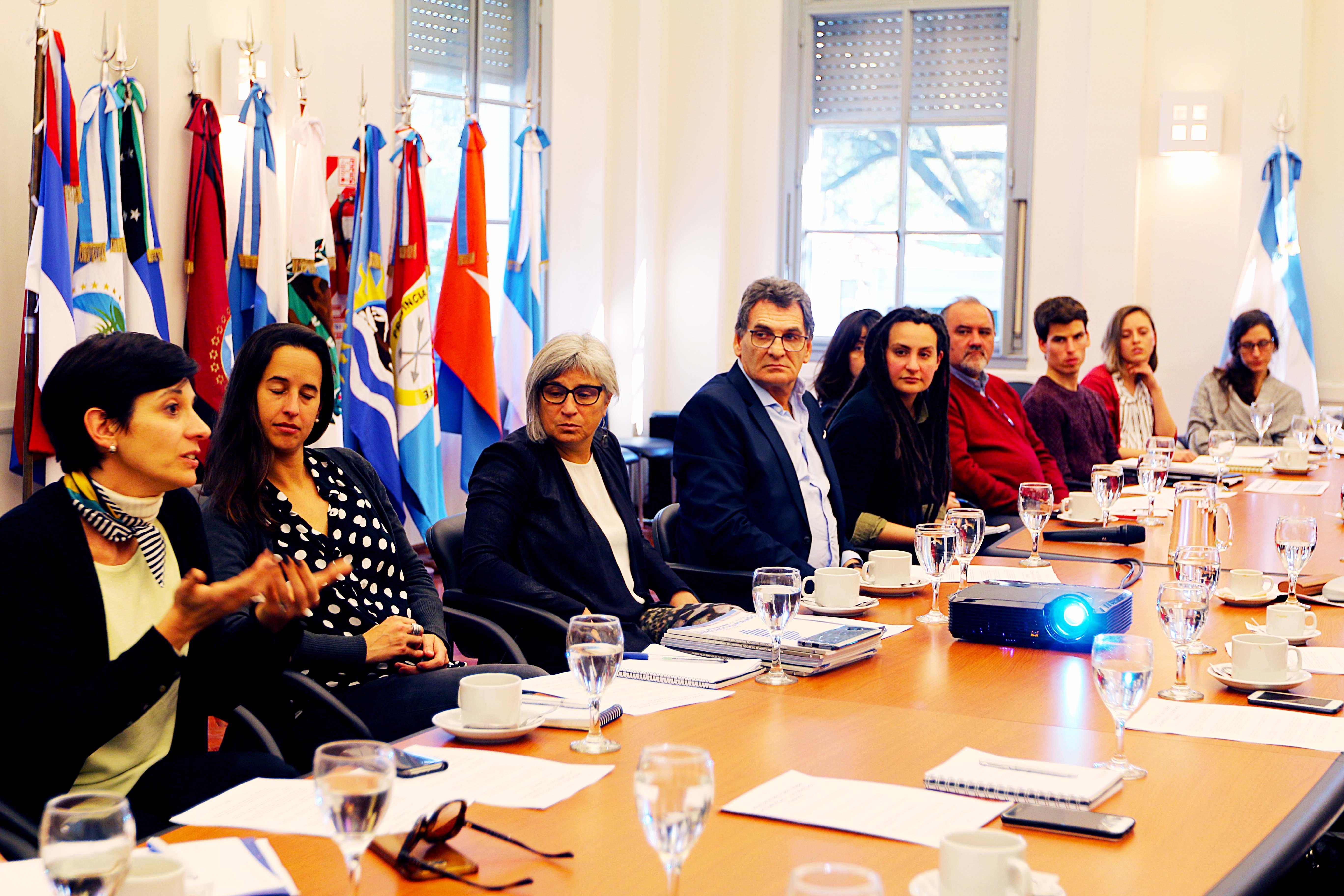Alejandro Biondi (CIPPEC), junto a participantes del gobierno nacional y representantes de diversas entidades, en el encuentro para iniciar el diseño del Plan Nacional de Acción en Empresas y Derechos Humanos, a cargo del Ministerio de Justicia y Derechos Humanos de la Nación.