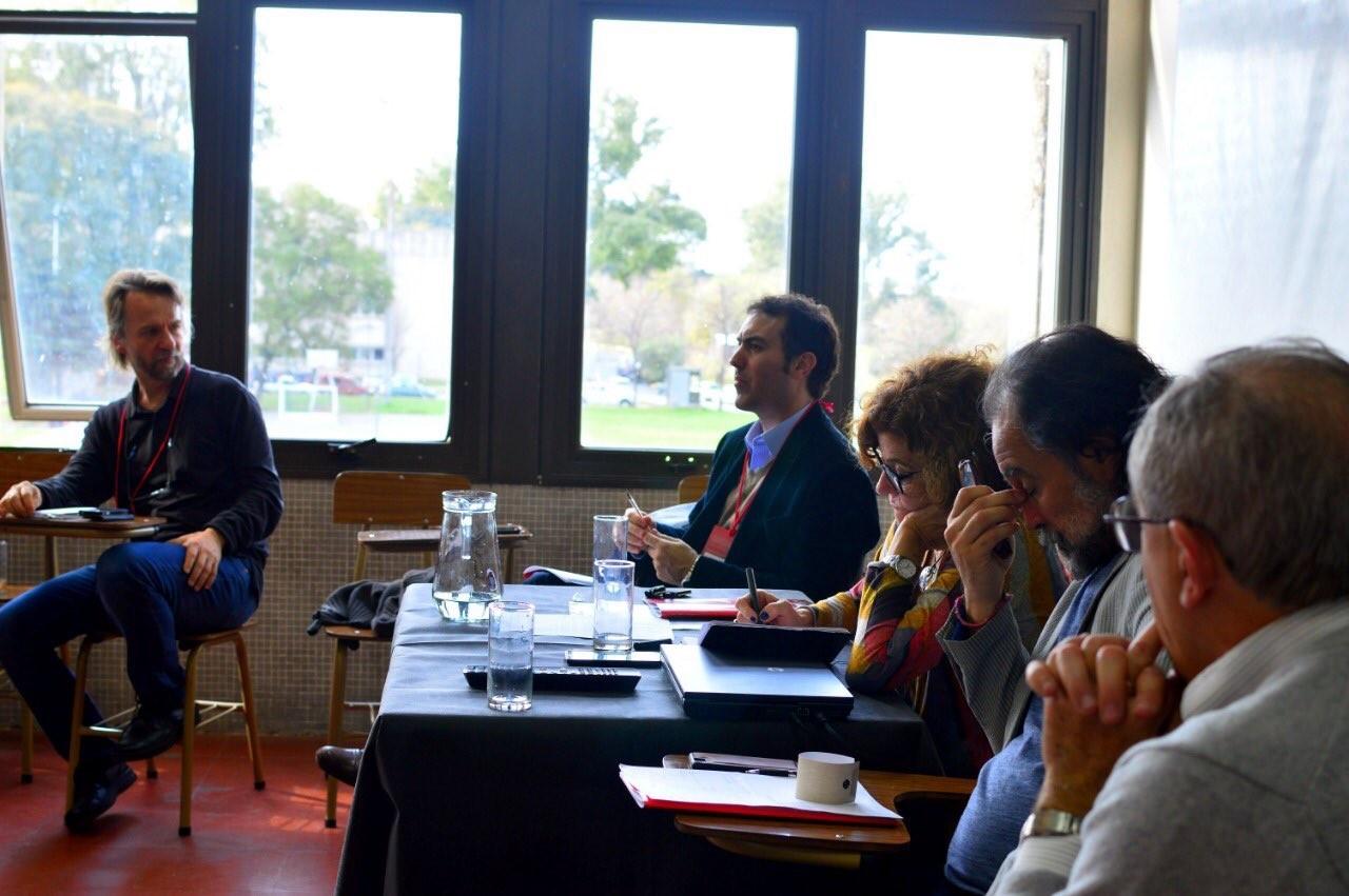 Representantes de CIPPEC en la mesa del Congreso Nacional de Estudios de la Administración Pública junto a otros expositores presentes