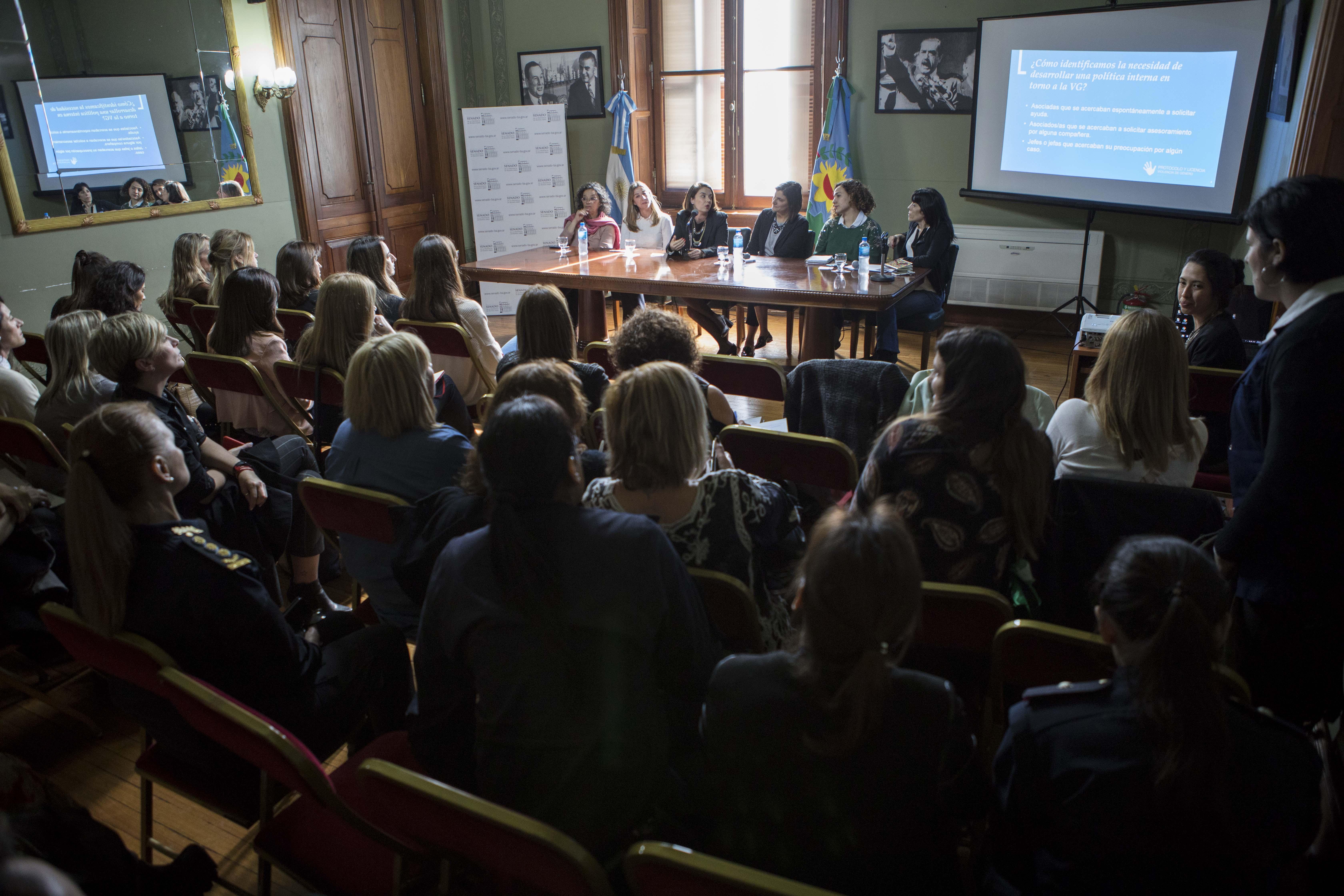 """Gala Díaz Langou (CIPPEC) como panelista en el evento """"Políticas inclusivas hacia la igualdad en el sector privado"""""""