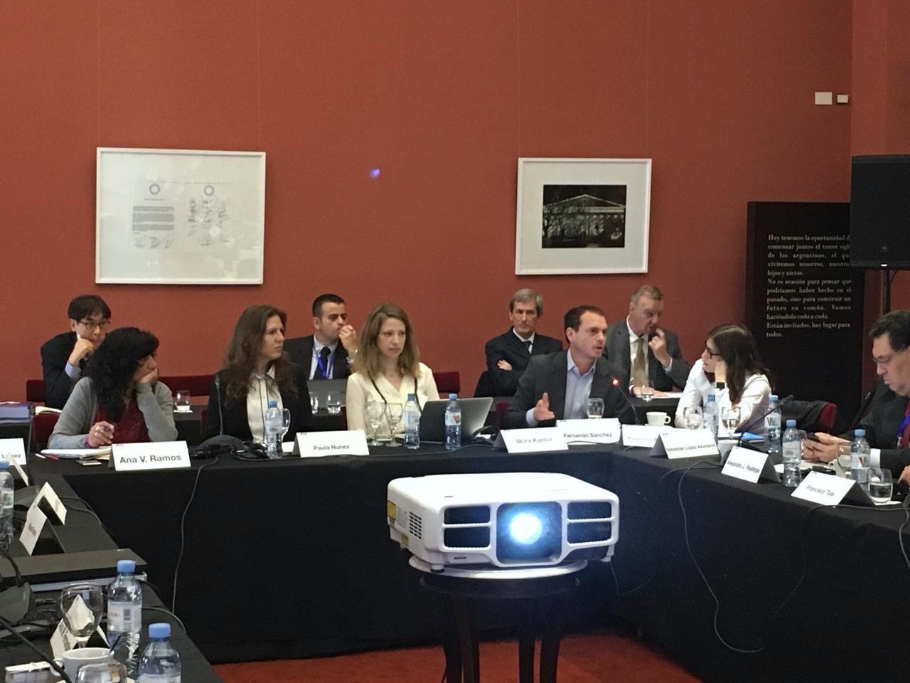 Panel donde participó Paula Nuñez (CIPPEC) en la VI Conferencia Internacional de la Red de Empresas Públicas, junto a representantes de distintas entidades estatales