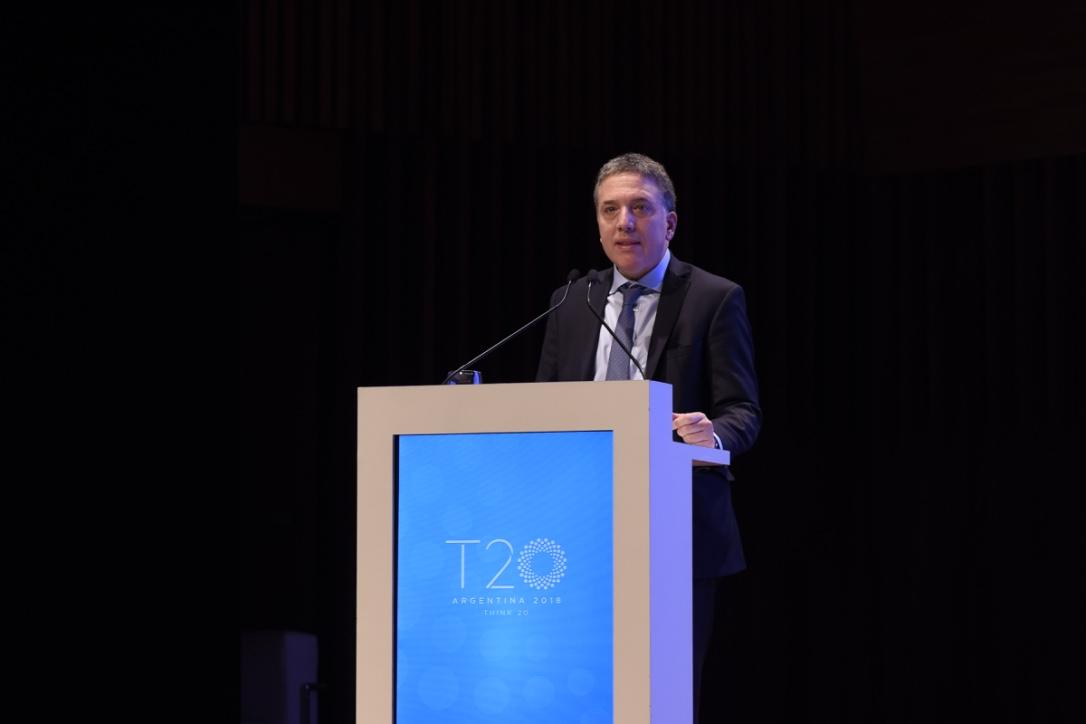 El ministro de Hacienda y Finanzas de la Nación, Nicolás Dujovne, dando su discurso en la Cumbre del T20 Argentina