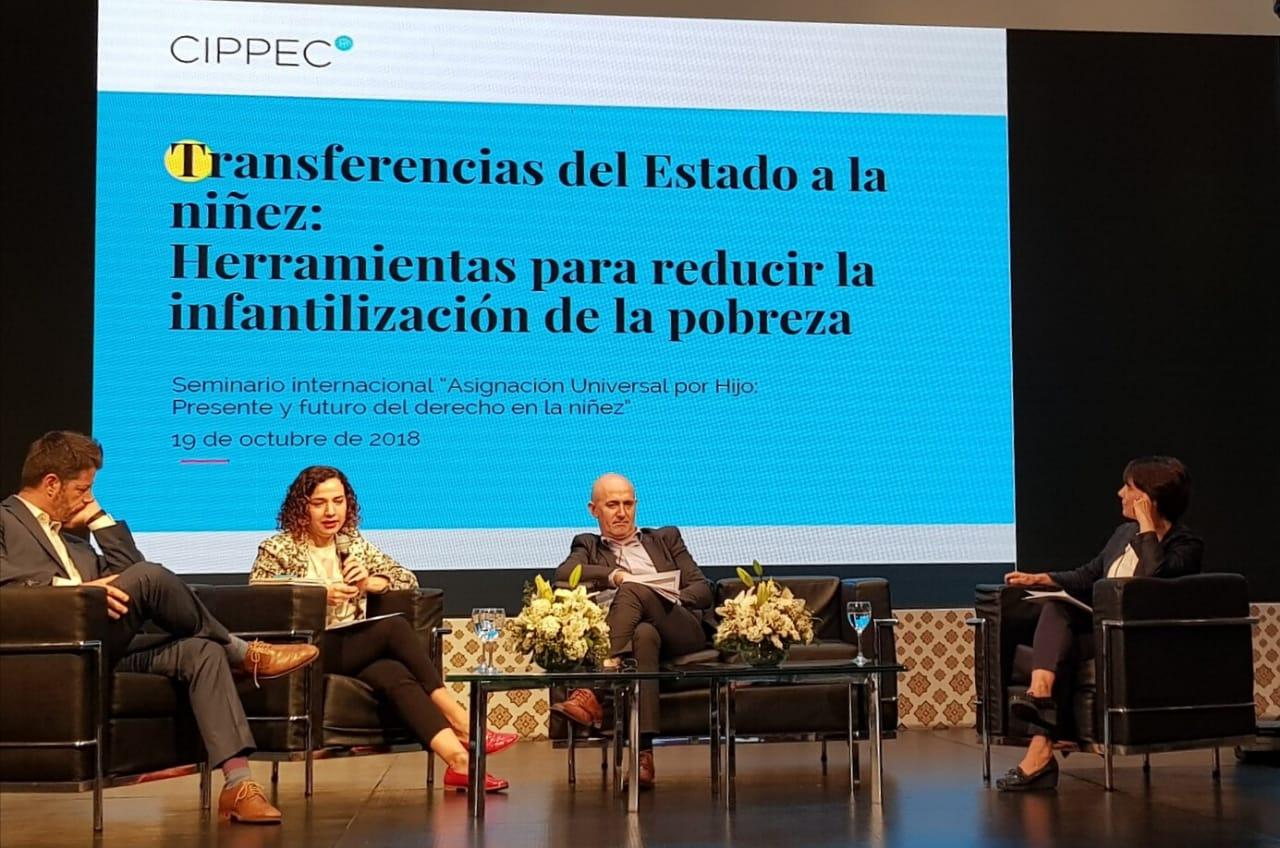 """Gala Díaz Langou en el seminario internacional """"Asignación Universal por Hijo: presente y futuro del derecho en la niñez"""""""